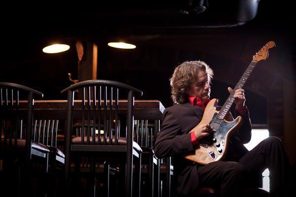 ../../static/guitar-solid.svg